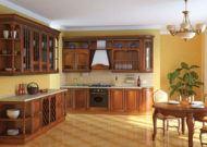 Коричневая итальянская кухня из массива в доме